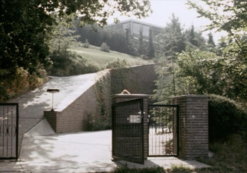 Hofeinfahrt Villa-Wolf